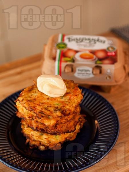 Зеленчукови солени палачинки с картофи, тиквички и сметана - снимка на рецептата